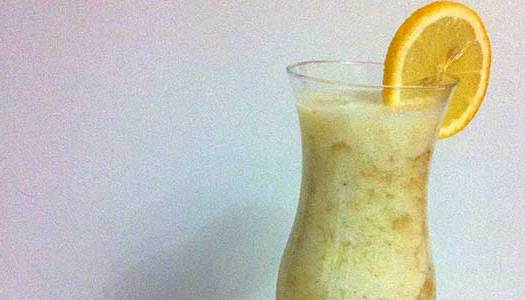 Smoothie de Abacaxi com limão siciliano