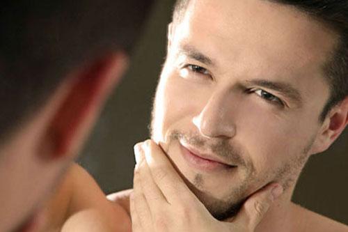 É fácil diminuir o brilho e a oleosidade do rosto com uma rotina de cuidados simples