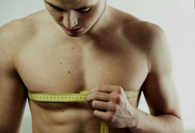 Homem No Espelho - Crescimento das mamas masculinas - ginecomastia