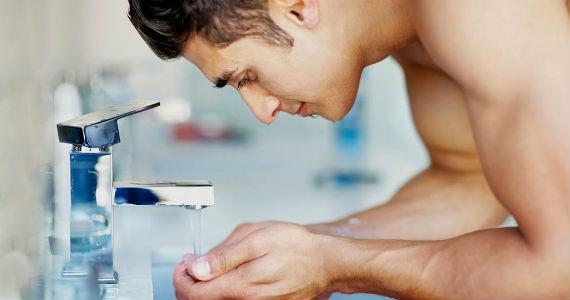 Como fazer um creme agir melhor na pele - Homem No Espelho