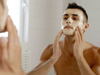 Como-usar-máscara-facial-masculina-Homem-No-Espelho