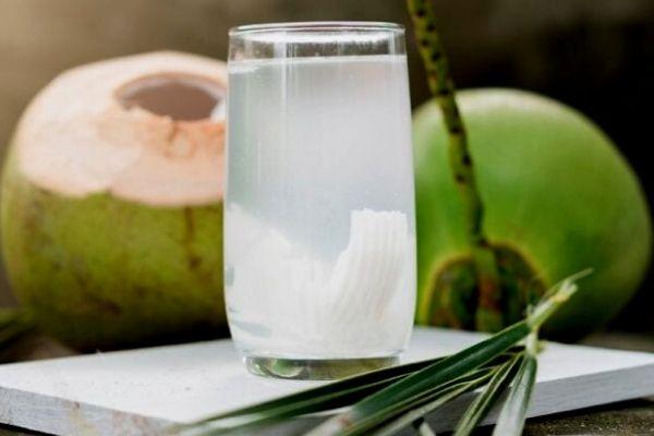 Homem No Espelho - Bebidas para curar ressaca - água de coco