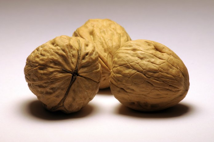 glowing skin, walnuts
