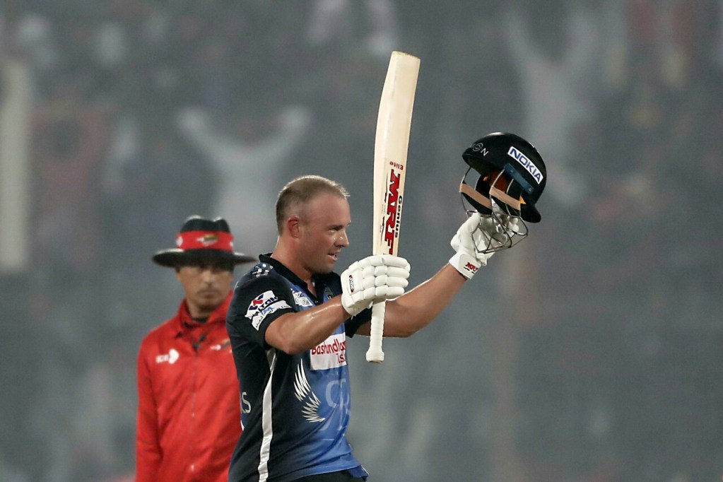 de Villiers-Hales earned a comprehensive victory for Riders