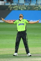Twitter reacts on Lahore Qalandars' sensational bowling and victory