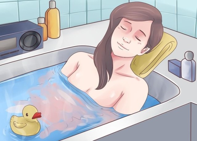 Bath in warm water to reduce uterus pain after birth