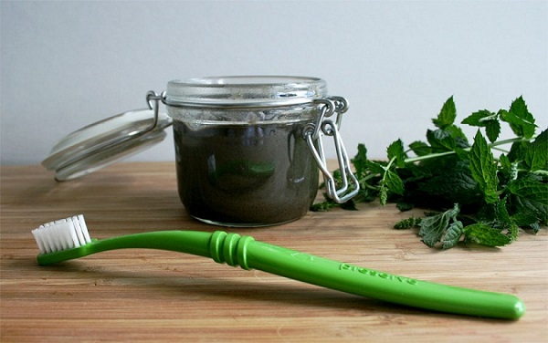 Making natural toothpaste