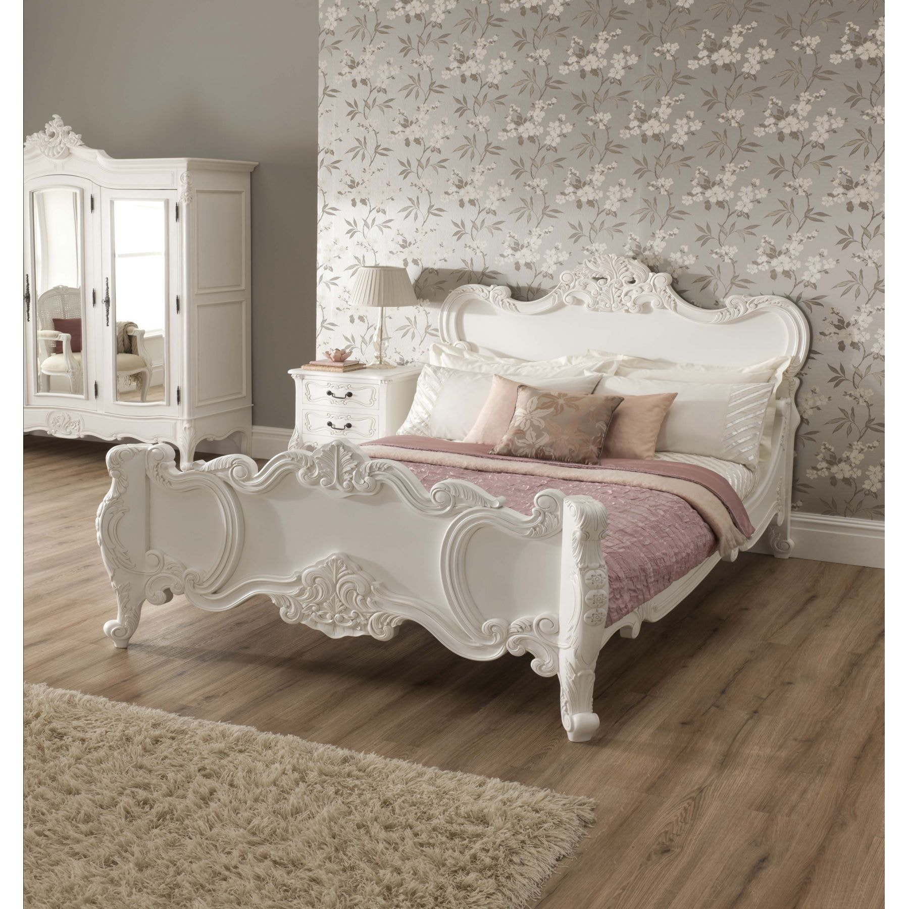 French Bedroom Furniture – Shabby Chic Or Classic Look?