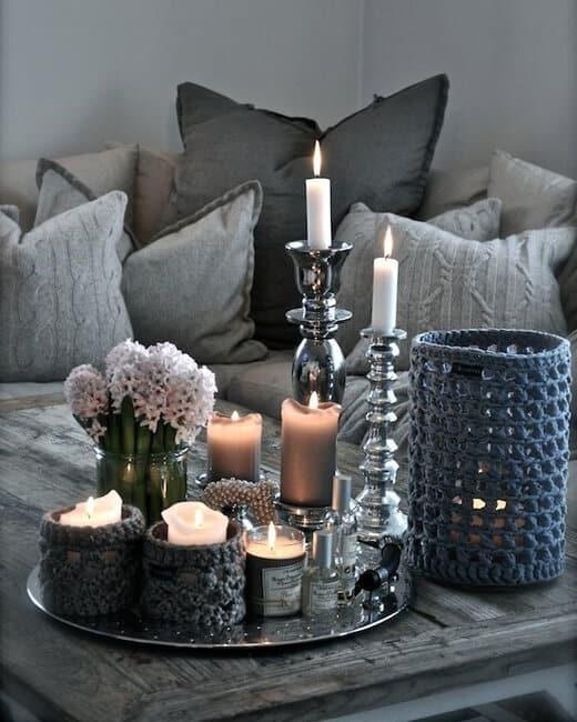 Combineer met vaasjes en kandelaars voor eens sfeervolle woonkamer | 5 budget tips voor jouw interieur | www.homeseeds.nl