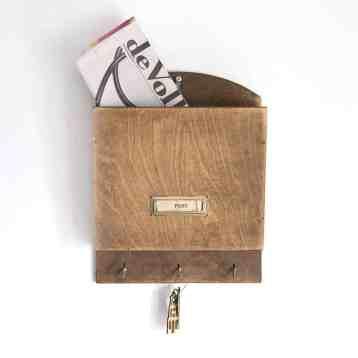 Postvakje vintage hout van [RE]LOVED by homeseeds. Leuk in jouw botanische of vintage interieur.