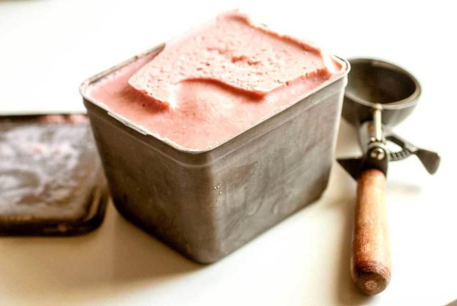 Strawberry frozen yogurt | Homesick Texan