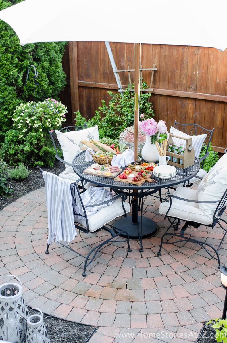 Urban Picnic: 8 Small Backyard Entertaining Tips on Small Backyard Entertainment Area Ideas id=50803