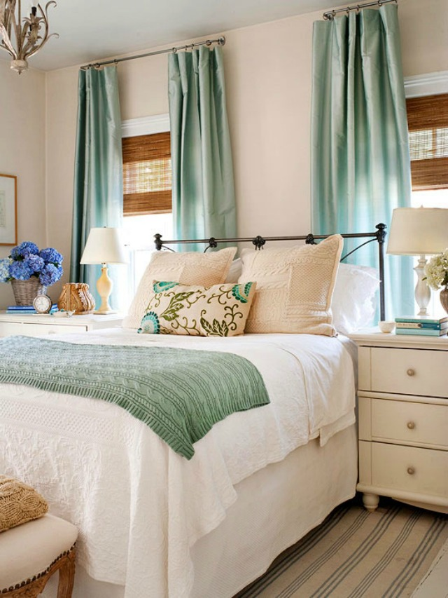 17 Bedroom Decorating Ideas and Tips on Small Room Decoration  id=31738