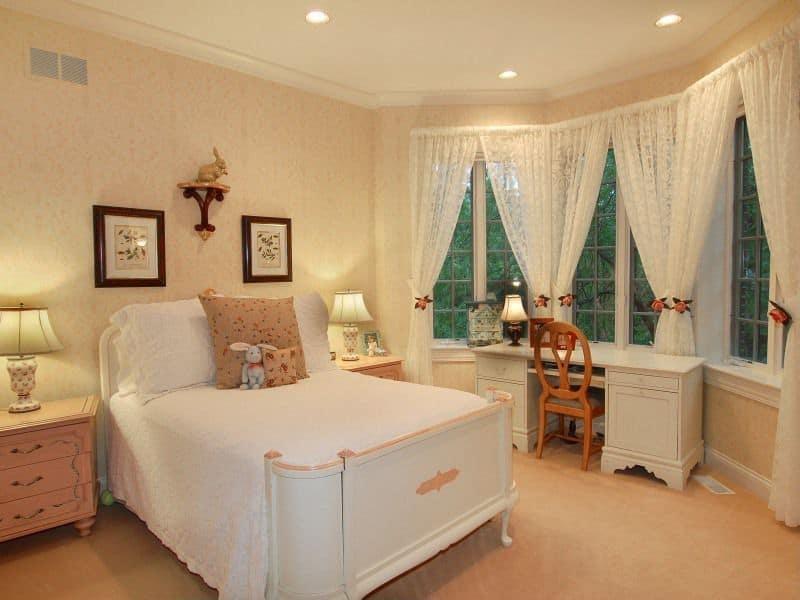 Beige-pink kids' bedroom.
