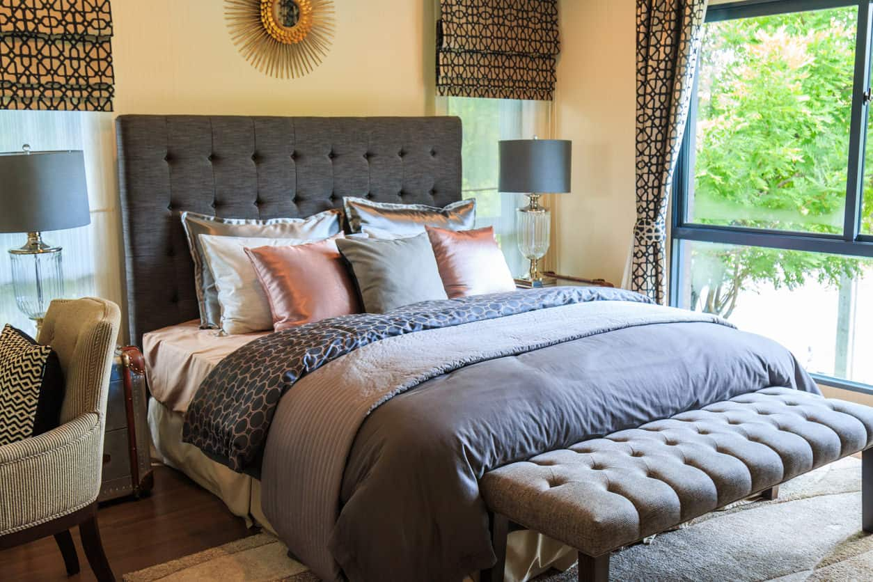 37 Clever Small Primary Bedroom Ideas (Photos) on Main Bedroom Decor  id=95397
