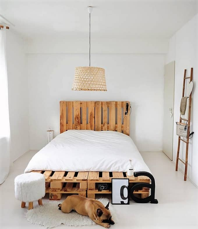 25 Pallet Bed Ideas and Projects on Pallet Bedroom  id=34163
