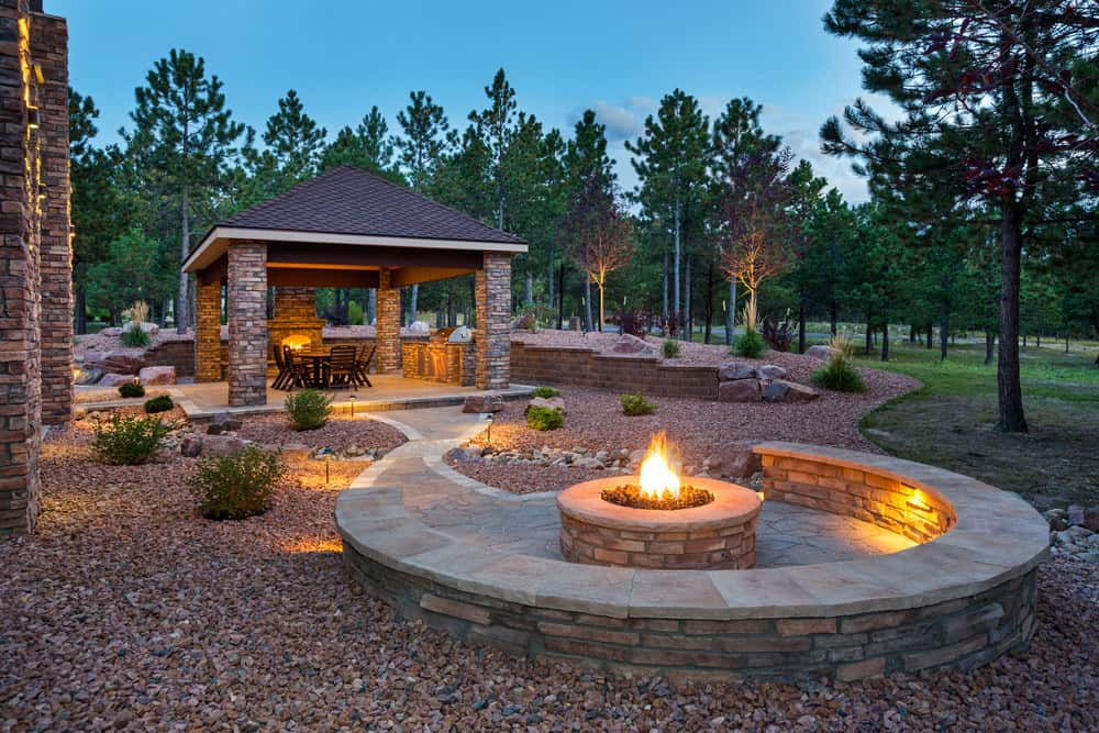 44 Outdoor Fire Pit Seating Ideas (Photos) on Outdoor Fire Pit Ideas id=28457