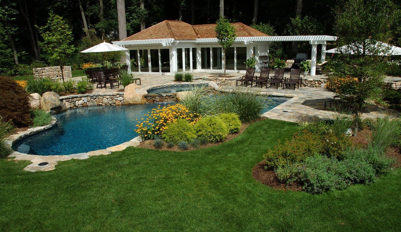 50 Swimming Pool House, Cabana and Pergola Ideas (Photos) on Small Pool Cabana Ideas id=49348