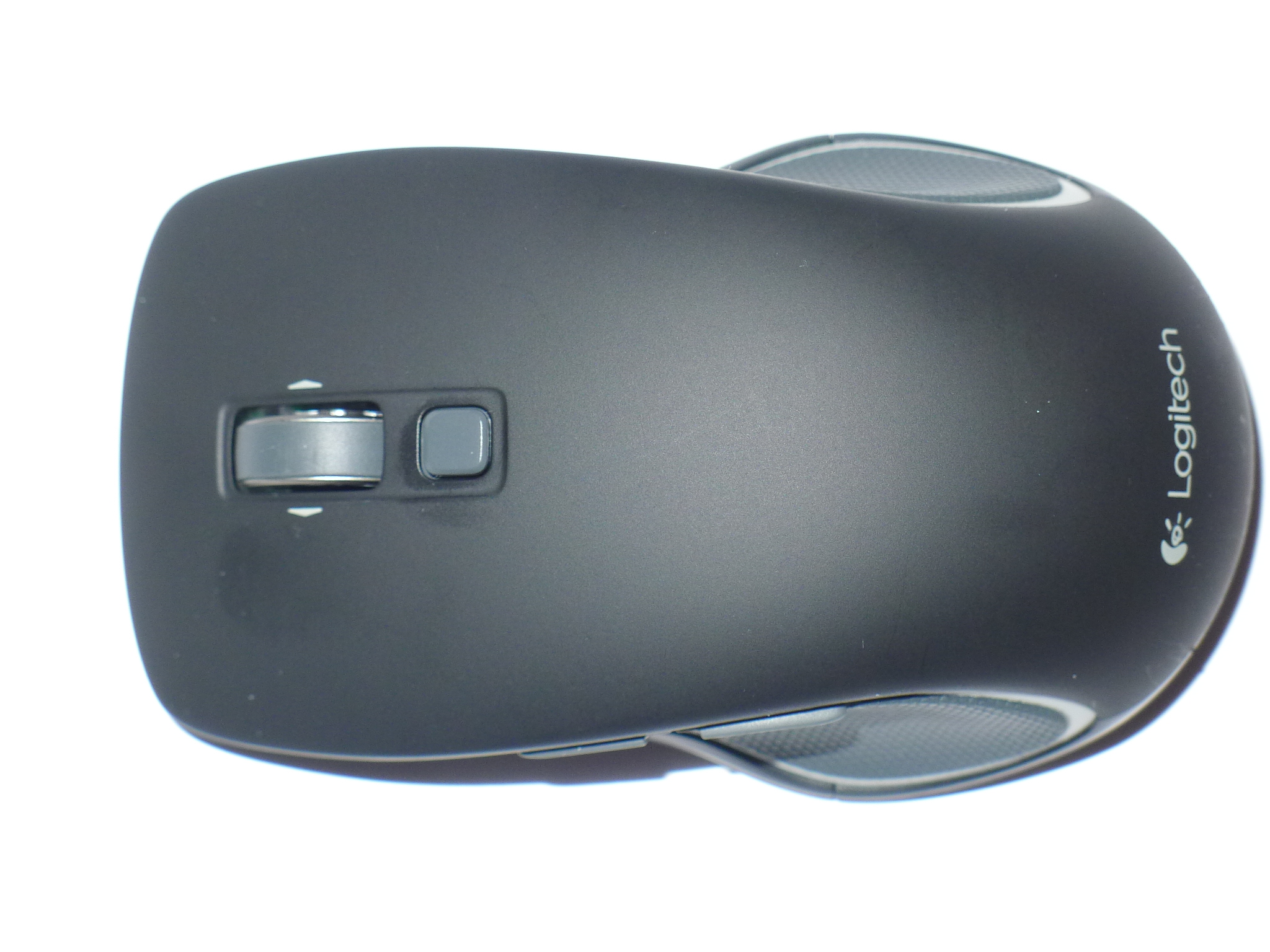 7cb096a79c1 The M560 is a lightweight but solid well built mouse fits nicely in the  hand for desktop use but is small enough to fit into your travel bag and  take on the ...