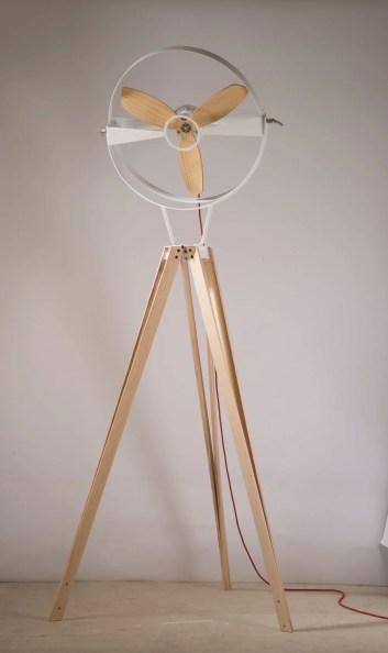 Ventilador de coluna em madeira