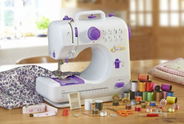 Top 40 Best Sewing Machine For Beginners UK Comparisons Reviews Classy Sew Lite Sewing Machine Review
