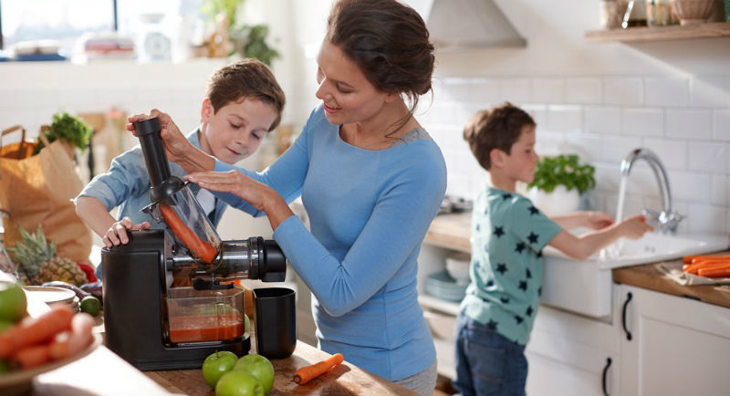 Our Top 7 Best Masticating Juicer Reviews & Buyers Guide