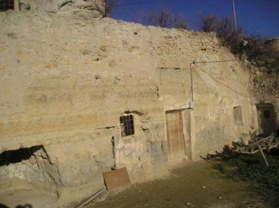 cortes de baza cave house
