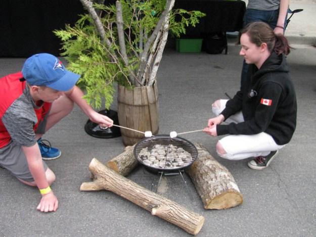 festival-maples-campfire