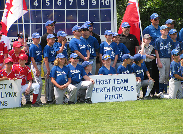 Host team Perth Royals gather for group photo.