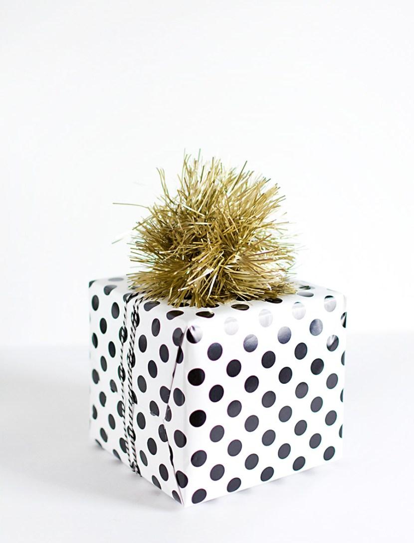Tinsel pom pom gift topper-2