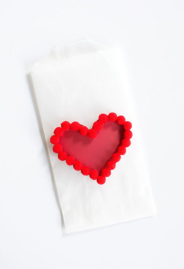 Pom pom heart treat bag-2