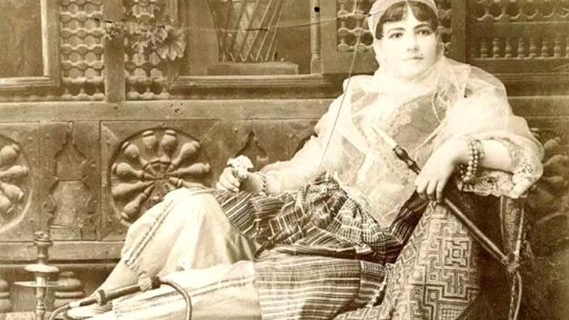Uso de la cachimba por mujeres