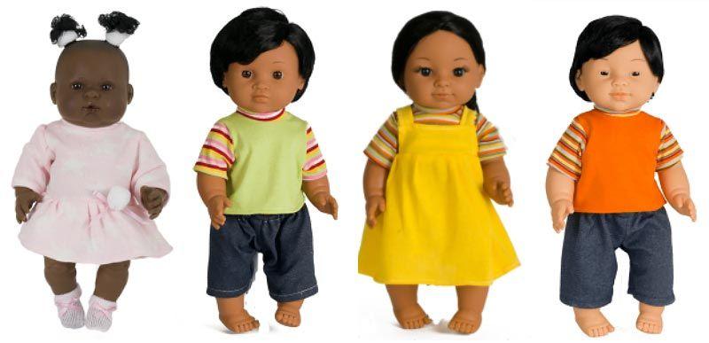 Muñecas de distintas razas