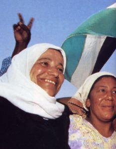 Donne che festeggiano l'arrivo dei primi poliziotti palestinesi a Jerico nel maggio 1994