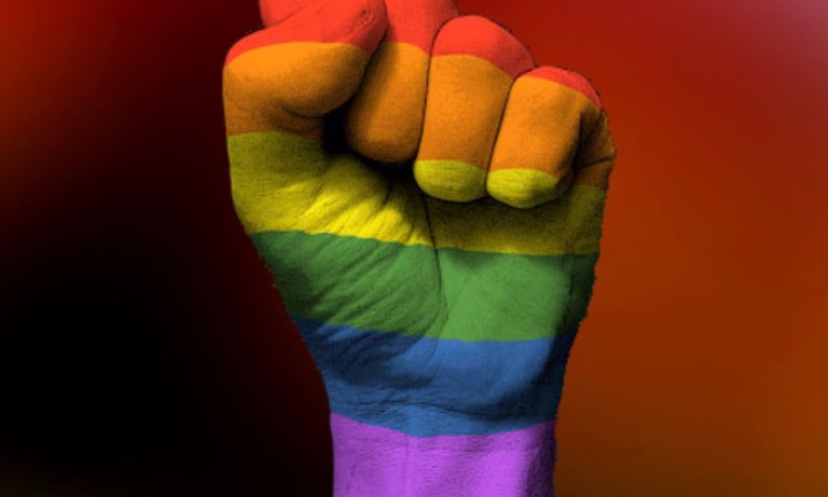 instituciones denuncia homofobia