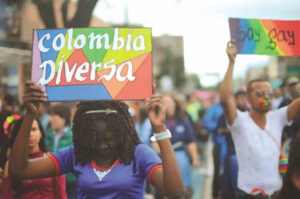 Marcha de la cominidad LGBT+ en Colombia