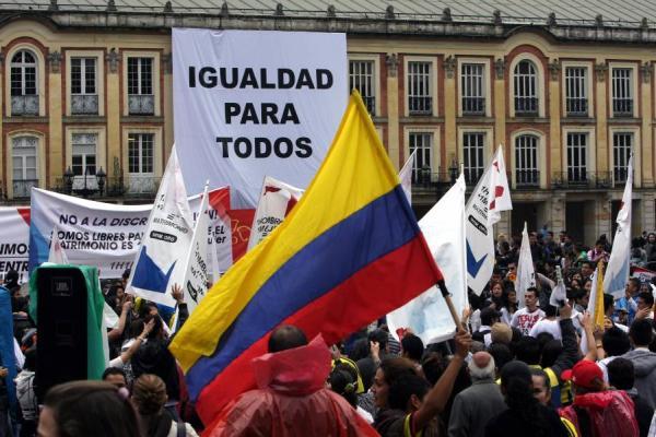 Manifestación por los derechos de la comunidad LGBT+ en Colombia