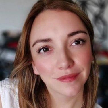 Regina Blandón beso lésbico