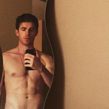 Eric Masip muestra el pene en nuevo episodio de Veneno