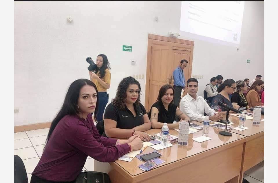 Mireya Rodríguez en reunión con activistas