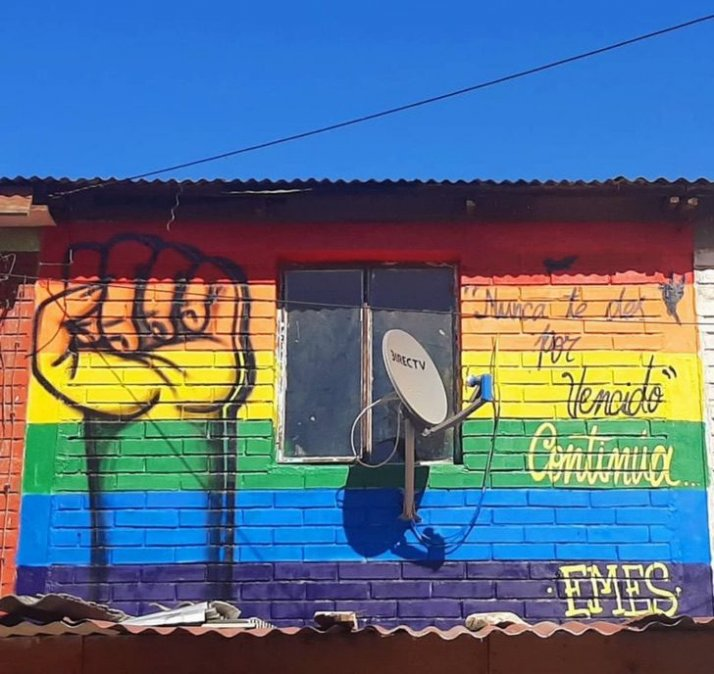 casa colores bandera LGBT