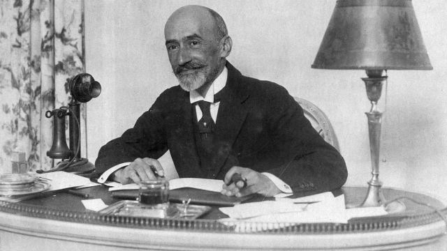 Jacinto Benvente fue un prolífico dramaturgo y ganador del Premio Nobel de Literatura, que además era gay.