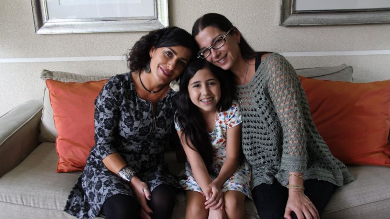 familia lesbomaternal corto