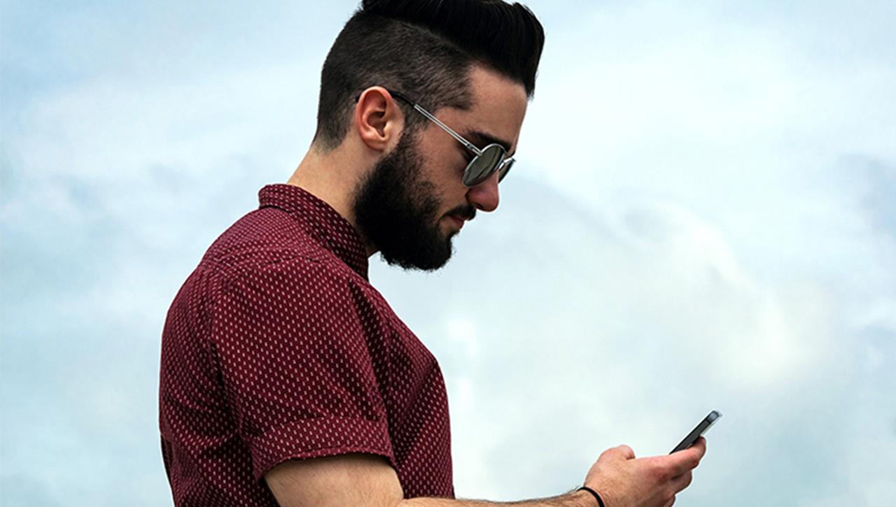 celular revisar pareja gay cosa hacer