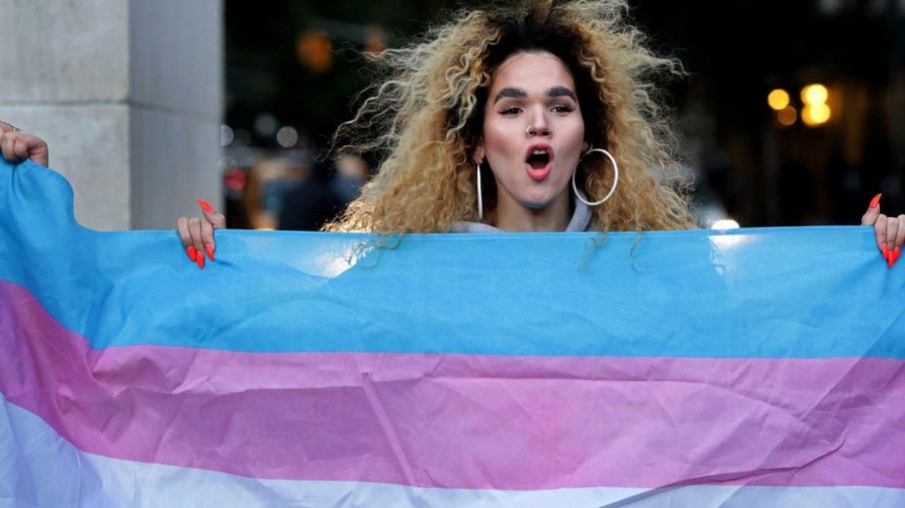 personas trans bandera pandemia