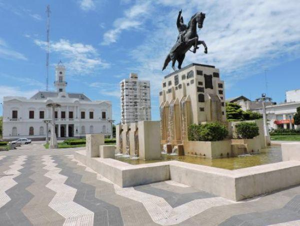 Estatua de José de San Martín en el municipio de Azul