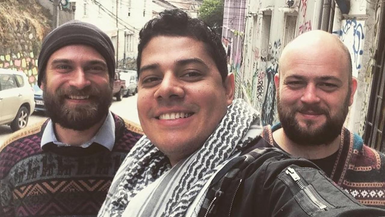 relación gay poliamorosa entre venezolano y polacos
