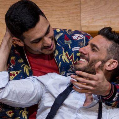 beso gay Alejandro Speitzer y Erick Elias