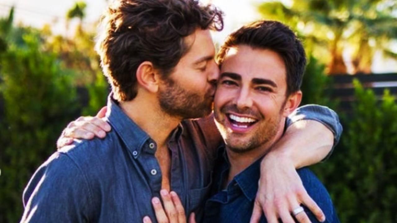 Hotel en Cancún rechaza boda de Jonathan Bennet por ser gay
