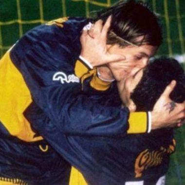 Convierten en mural LGBT+ beso entre Maradona y Caniggia